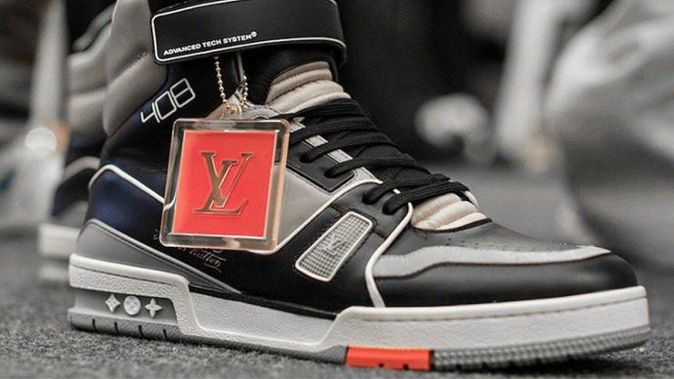 7aa5a663 Однако в июне этого года на показе бренда Louis Vuitton были представлены  кроссовки, очень сильно напоминающие Avia 880. Было много споров касательно  ...